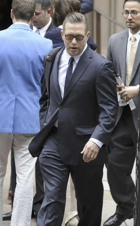 El actor Stephen Baldwin llega a la catedral de San Patricio a la boda de su hermano Alec Baldwin e Hilaria Wilson en Nueva York el sábado 30 de junio de 2012.