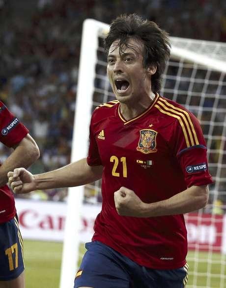 David Silva de España celebra tras anotar un gol ante Italia en la final de la Eurocopa el domingo 1 de julio de 2012