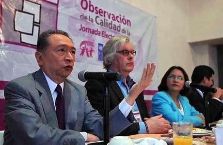 Según Eduardo Huchim (izq.), casi 50 por ciento de los casos electorales analizados por Alianza Cívica reportan que hubo alguna irregularidad.