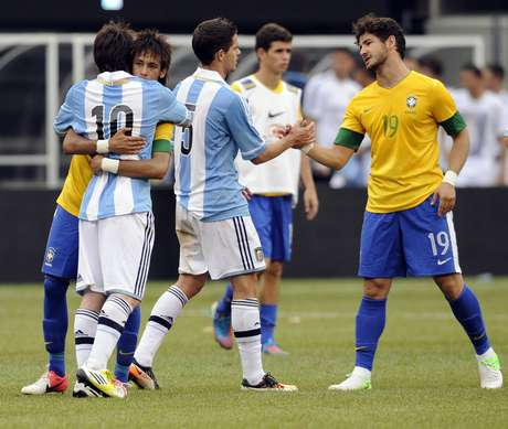 One of the greatest rivalries in all of sports is the soccer rivalry between Argentina and Brazil, two of the best teams in the history of the game.  It extends beyond the reach of international competition and finds most of its battles fought in the South American Copa Libertadores tournament where Argentina has a surprising advantage.