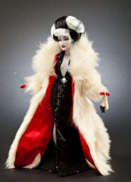 Disney Store lanzó una colección de muñecas inspirada en las villanas más populares de sus películas. 'Cruella de Vil', de la película '101 Dalmatas', es una de ellas.