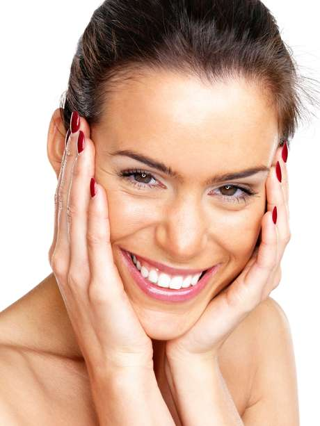 A contração espontânea dos músculos fortalece o tônus muscular do rosto, recuperando a elasticidade e a firmeza perdidas