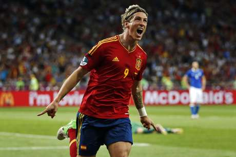 Spain's Fernando Torres will receive his Golden Boot Trophy on the eve of the European Super Cup.