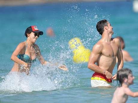 Después de la Eurocopa 2012, Cristiano Ronaldo se tomó un merecido descanso con su novia, la modelo Irina Shayk, con quien disfrutó de las playas de Saint Tropez (Francia), donde se los vio pasar una jornada sonrientes y muy juguetones.