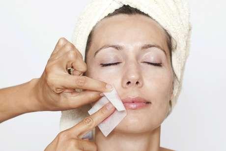Deixe o pelo atingir meio centímetro para retirá-lo sem causar prejuízo à pele