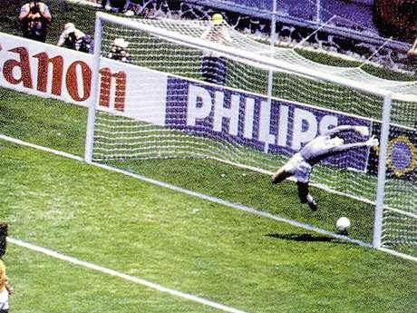 Gol fantasma de Míchel en el Mundial de 1986 en el partido Brasil-España
