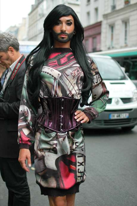 Os desfile de Jean Paul Gaultier sempre atraem um público excêntrico