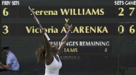 Serena Williams reacciona tras su victoria sobre Victoria Azarenka en las semifinales del torneo de Wimbledon el jueves 5 de julio de 2012.