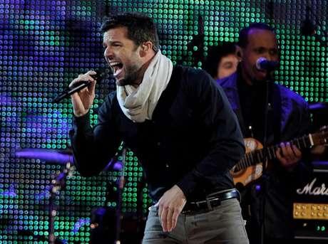 Ricky Martin. En el 2011 el gobierno español le otorgó la nacionalidad de ese país al cantante puertorriqueño, por considerarlo una de las figuras más influyentes de la música latina en el mundo. Ese mismo año, también  le fue otorgada la nacionalidad española al actor puertorriqueño Benicio del Toro.