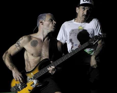 """El cantante de la banda de rock estadounidense """"Red Hot Chili Peppers"""", Anthony Kiedis, durante el concierto ofrecido esta noche en la localidad madrileña de Arganda del Rey en la jornada de clausura del Rock in Río Madrid."""