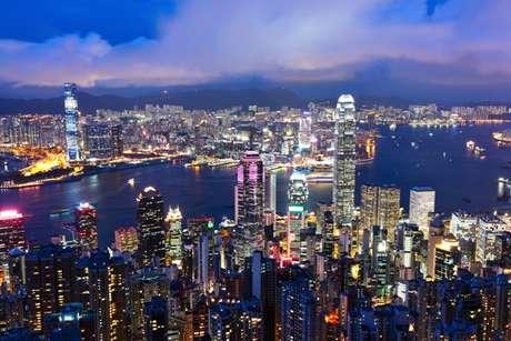 Cuando visitas un destino turístico, ¿no te han dado ganas de vivir ahí? La lista suele estar liderada por ciudades canadienses y australianas, como Vancouver y Melbourne. Pero esta vez fue Hong Kong la que quedó primera en el ranking de la Unidad de Inteligencia Económica (EUI, por sus siglas en inglés), que mide cuáles son las mejores ciudades para vivir en la revista The Economist. En la imagen: La ciudad china de Hong Kong.