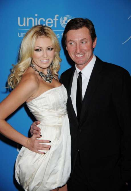 Wayne Gretzky poses with daughter Paulina at an event for UNICEF.