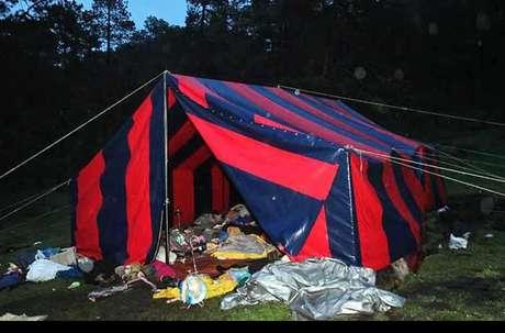Las casas de campaña de los jóvenes agredidos permanecieron en el Parque Ecológico Colibrí.