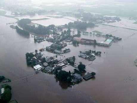 La provincia de Kumamoto es donde las lluvias han dejado más víctimas, ya que al menos 18 personas han perdido allí la vida por desprendimientos de tierra o al derrumbarse sus viviendas a causa de las fuertes precipitaciones.