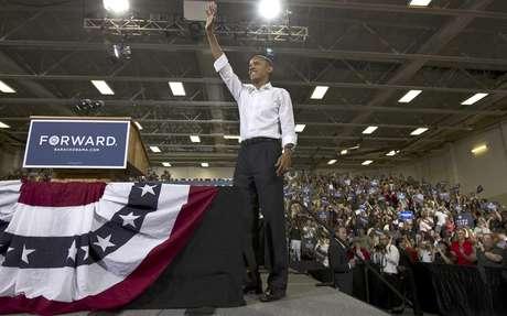 El presidente Barack Obama asiste a un mitin en una escuela de la ciudad de Clifton en el estado de Virginia el sábado 14 de julio de 2012. Obama tiene pros y contras que pueden decidir su futuro en las elecciones de noviembre.