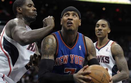 Carmelo Anthony says it's up to the Knicks as to whether to re-sign Jeemy Lin or not.