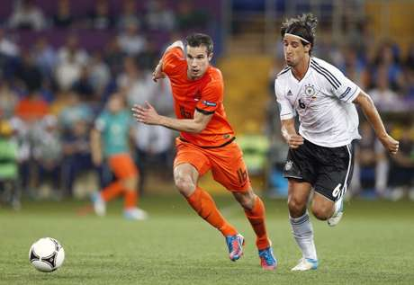 Robin van Persie (left) of Holland, Sami Khedira of Germany during the UEFA EURO 2012 match between Netherlands and Germany at the Metalist Stadium on June 13, 2012 in Kharkov, Ukraine.