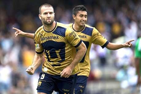 Emmanuel Villa scored two goals to lead Pumas over Atletico Nacional Sunday.