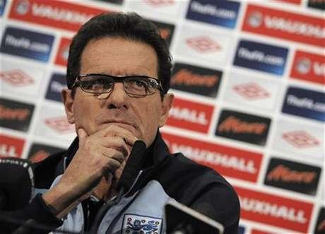 El entrenador italiano Fabio Capello dirigirá a la selección de fútbol de Rusia, anunció el lunes la federación de ese país. En la foto de archivo, Capello en una rueda de prensa en el estadio de Wembley cuando aun era técnico de Inglaterra. Nov 11, 2011.