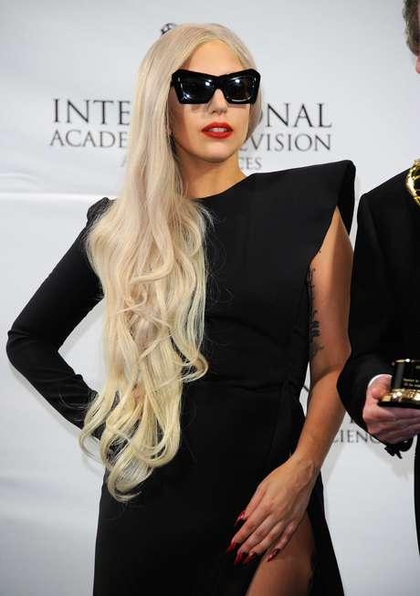 Perfume de Lady Gaga terá notas de flores e frutas