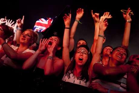 2:04 - El último concierto de el escenario Maravillas se coge con toda la fuerza posible.
