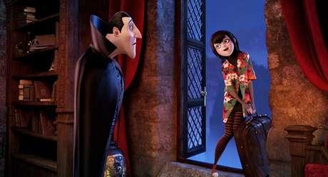 Muy pronto Selena Gomez estará en las salas de cine del país. Selena le presta su voz a Mavis, la hija de Drácula (Adam Sandler) en la cinta 'Hotel Transylvania'. En la imagen Drácula (izq) y Mavis (der)