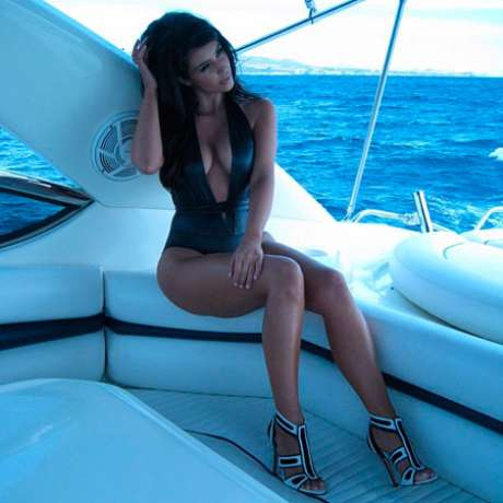 Kim Kardashian acaba de compartir esta insinuante fotografía en su álbum de Instagram.