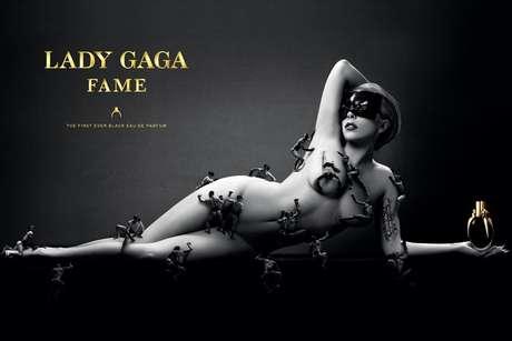 Lady Gaga posou sem roupa para divulgar o perfume Fame