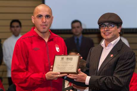 """""""Orden Civil al Mérito Ciudad de Bogotá"""", fue la condecoración entregada a Santa Fe por parte del alcalde Gustavo Petro."""