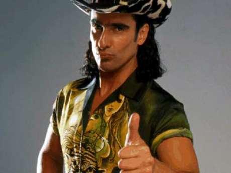 Pedro 'El escamoso'.  Miguel Varoni interpretó al personaje principal de esta exitosa telenovela colombiana, producida por Caracol Televisión entre el año 2001 y 2003. El papel de Pedro ha sido recordado por su peculiar forma de actuar, su baile insignia: 'El pirulino' y su particular vestuario.