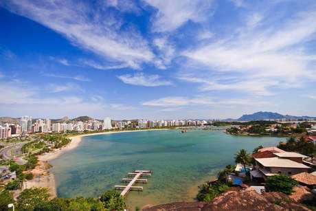 Na Ilha de Vitória ficam pontos importantes da cidade, como o bairro de Praia do Canto e o Iate Clube