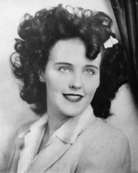 Black Dahlia: Elizabeth Short fue víctima de uno de los asesinatos más famosos y brutales conocido en los Estados Unidos. Fue encontrada partida a la mitad y severamente mutilada, y su rostro estaba cortado desde la comisura de los labios hacia las orejas,  con la llamada la Sonrisa de Glasgow. Desde entonces, más de 60 personas han confesado ser los asesinos, pero ha sido nada más por el escándalo provocado por el asesinato, nunca se pudo comprobar nada.