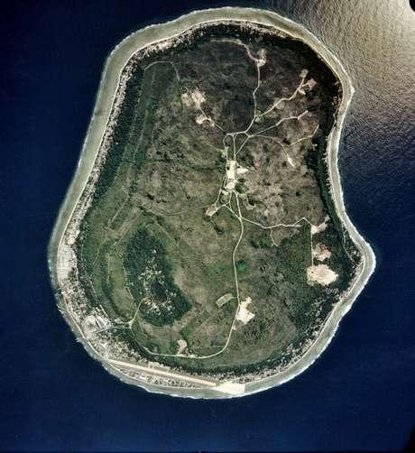 Nauru: pequeno país da Macronésia, formado apenas por um atol, Nauru tem uma superfície total de 21,3 km², com uma população de cerca de 13 mil habitantes. Após passar pelas mãos de diferentes países, Nauru foi controlado pelo Reino-Unido e pela Nova-Zelândia depois da Segunda Guerra Mundial e  ganhou sua autonomia em 1968.  Com pouco desenvolvimento turístico, a ilha tem excelentes pontos de mergulho em suas barreiras de coral