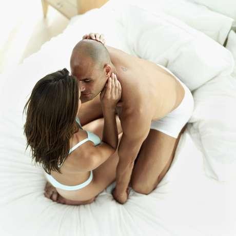 Na karezza, é permitido beijar, abraçar, masturbar o parceiro e praticar sexo oral