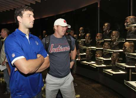 Andrew Luck has finally signed a contract with the Inidianapolis Colts.