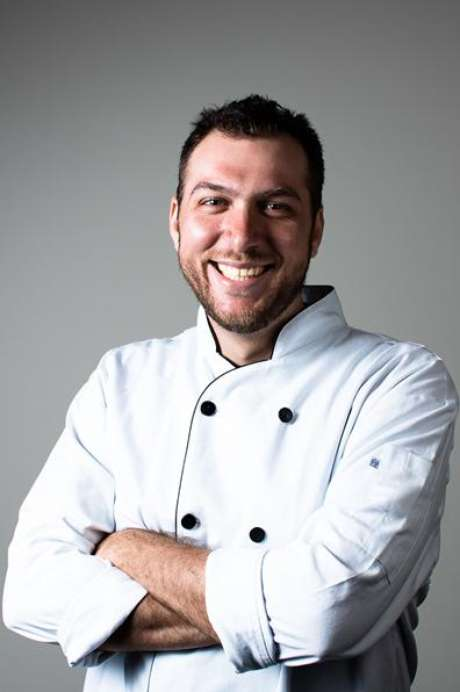 """O brasileiro Felipe Faccioli disputa o posto de chef """"mais quente"""" de Toronto"""