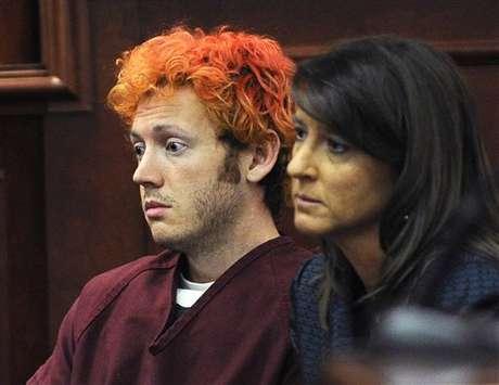 James Holmes junto a su abogada, Tamara Brady, durante el inicio del proceso judicial contra el presunto autor de la masacre de Colorado.