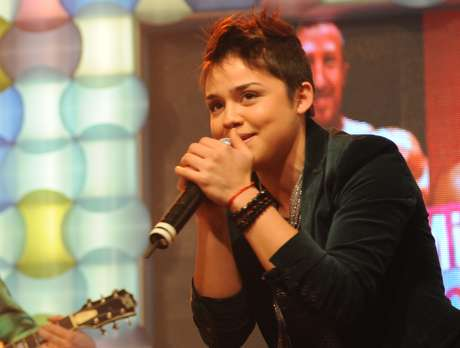 Viviana Flores trabaja en su primer álbum junto al hermano de Koko Stambuk