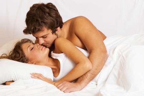 Faça sexo: essa pode ser uma dica meio óbvia. Mas Linda disse que em um dos seus relacionamentos, o sexo foi colocado no final da lista de prioridades do casal. Sexo não é garantia de um relacionamento duradouro, mas a falta de sexo é uma receita pobre para um casamento de longo prazo, diz