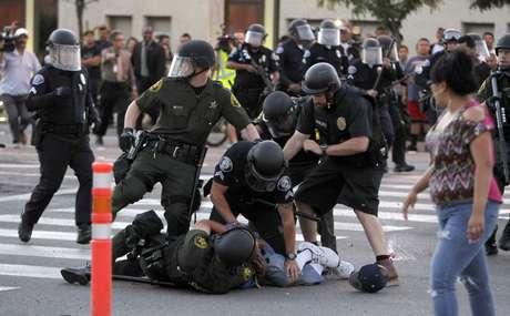Manifestantes salen a la calle por cuarto día consecutivo por la muerte de Manuel Díaz. Con este ya son 6 los crímenes en los que hay implicado un agente en lo que va de año.
