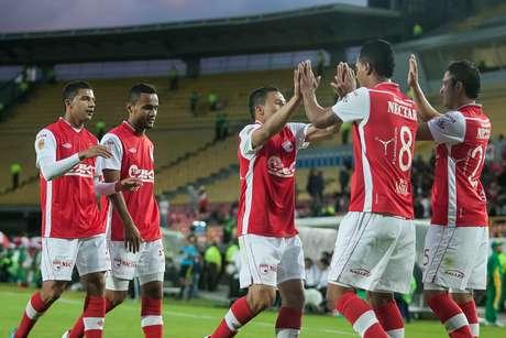 El campeón de Colombia, Independiente Santa Fe, empató a un gol con Estudiantes de La Plata, el primer juego que tuvo antes del inicio de la Liga Postobón II.