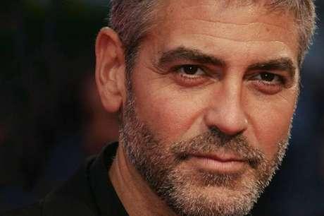 George Clooney . Varios trabajos tuvo el galán estadounidense antes de conseguir el estrellato. Clooney fue vendedor puerta a puerta de seguros, trabajo que detestó ya que las personas no le compraban casi nunca. Uno de los oficios que recuerda con agrado es su empleo como cortador de tabacos.