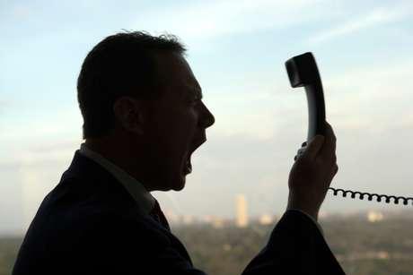 Insultar al operador telefónico hasta sería bueno para la salud.