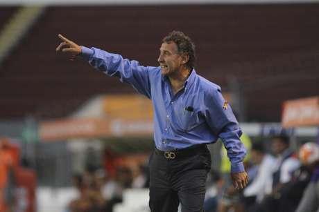 Daniel Bartolotta head coach (C) of Puebla in action during a match between Estudiantes v Puebla as part of Torneo Clausura 2012 at 3 de Marzo Stadium on April 13, 2012 in Zapopan, Mexico.