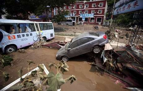 Casi 57.000 personas debieron evacuar sus hogares y los daños dejados por la tormenta alcanzaron al menos los 10.000 millones de yuanes (1.600 millones de dólares).