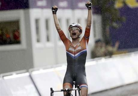 Netherlands' Marianne Vos (L) reacts as she crosses the finish line ahead of Britain's Elizabeth Armitstead to win the women's cycling road race final at the London 2012 Olympic Games July 29, 2012.
