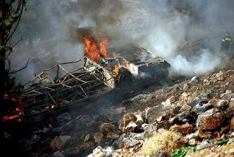 Un autobús interurbano cayó la mañana del lunes 23 de julio por un precipicio y se incendió en la isla de Chios, Grecia.