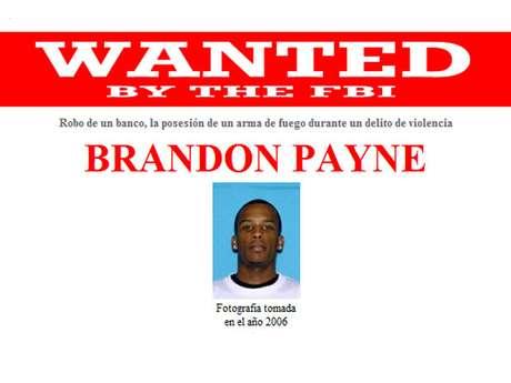 Brandon Payne es buscado por su presunta participación en un robo bancario a mano armada en Velley Grande, Alabama. Este hombre puede tener vínculos en Mobile, Alabama, Denton, Texas, y Seminole, Oklahoma. Gusta de jugar basquetball.