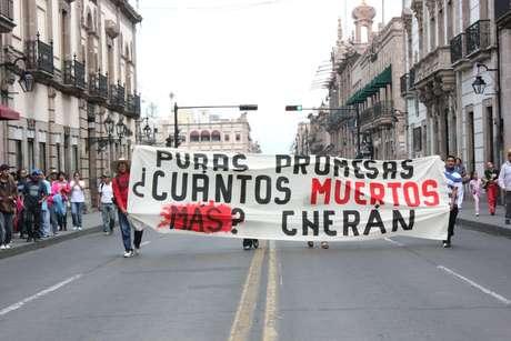 Un caso emblemático en México es Cherán, Michoacán, donde desde hace dos años, la comunidad se encarga de su propia seguridad ante la amenaza de los talamontes y el crimen organizado.