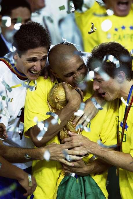 Roberto Carlos obtuvo revancha en el Mundial del 2002 al ser campeón con Brasil al vencer a Alemania.